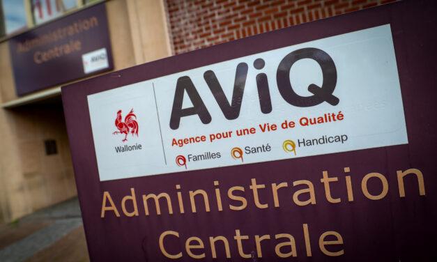 En pleine campagne de vaccination, l'AVIQ perd sa tête !